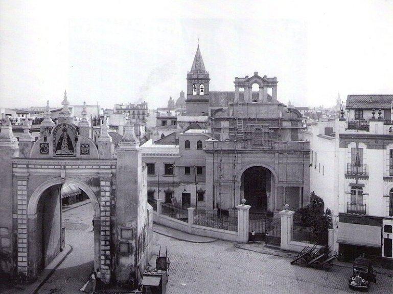 Muy avanzada la construcción de la fachada y el edificio anexo donde hoy está el museo