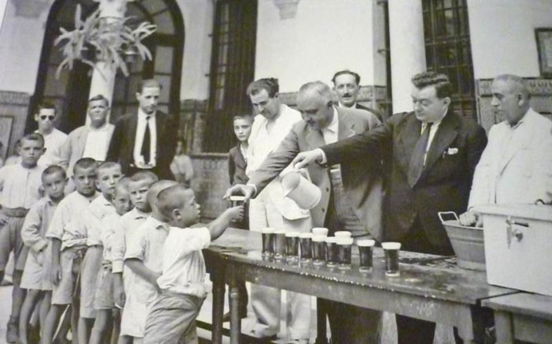 Para la sed del verano se llegó a dar cerveza incluso a los niños, con el consentimiento sanitario, gratuitamente